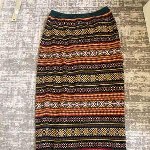Gap Maxi Skirt Thick Form Fitting Unique Pattern M